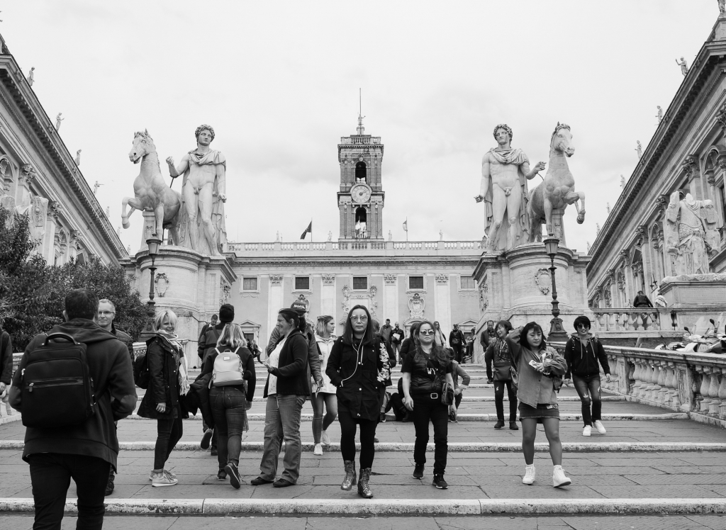 People in front of the Capitoleum, Rome 2018